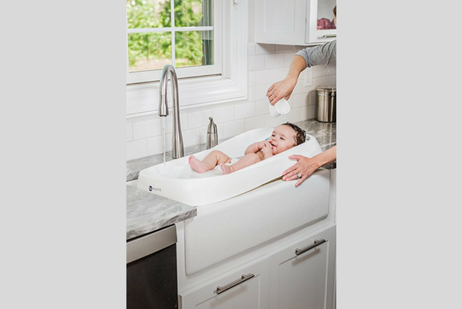 4moms Infant Tub review in Sink